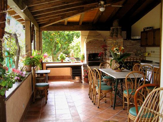 Un angolo di cucina all aperto for Cucine all aperto